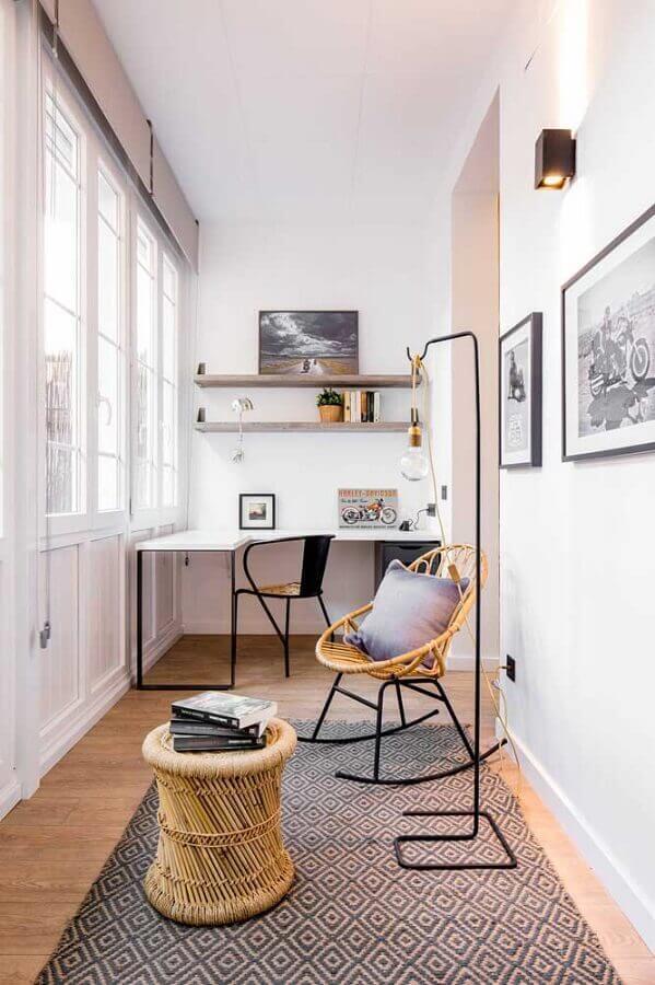 home office com móveis rattan Foto AD España