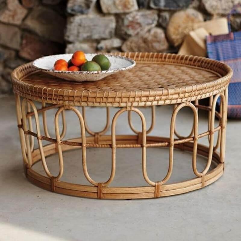 mesa de centro redonda feita em rattan Foto Las Villas