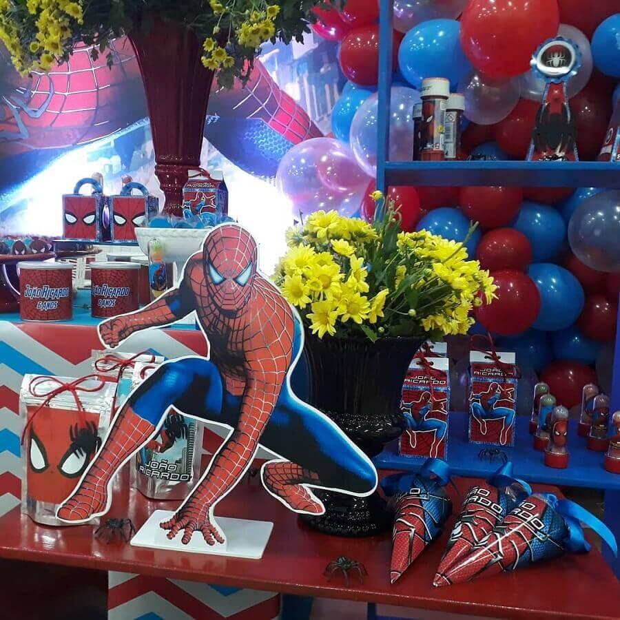 mesa decorada para festa do homem aranha Foto Gersilene Rodrigues