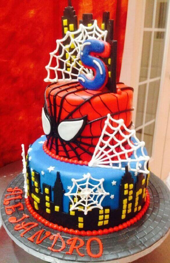 modelo de bolo decorado para festa do homem aranha Foto Pinterest