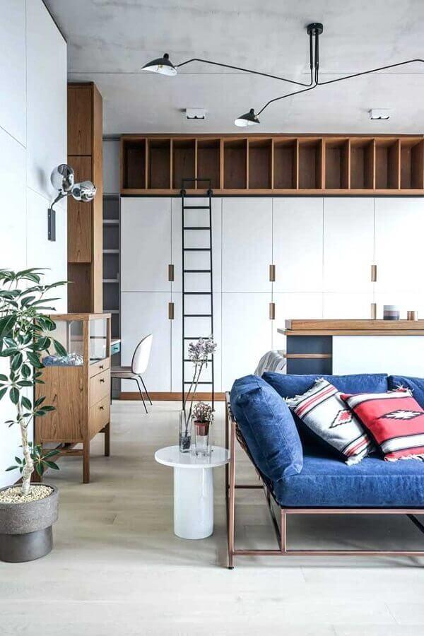 modelo de sofá azul com estrutura de metal Foto Pinterest