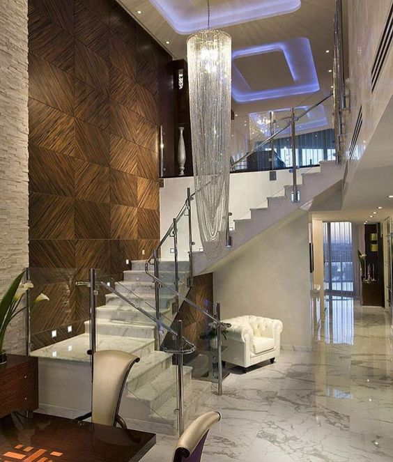 modelos de lustres - lustre de cristal grande em escada