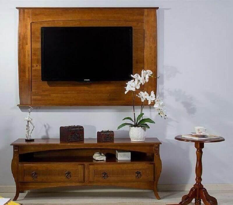 painel com rack de madeira com design retrô Foto Casa Diló