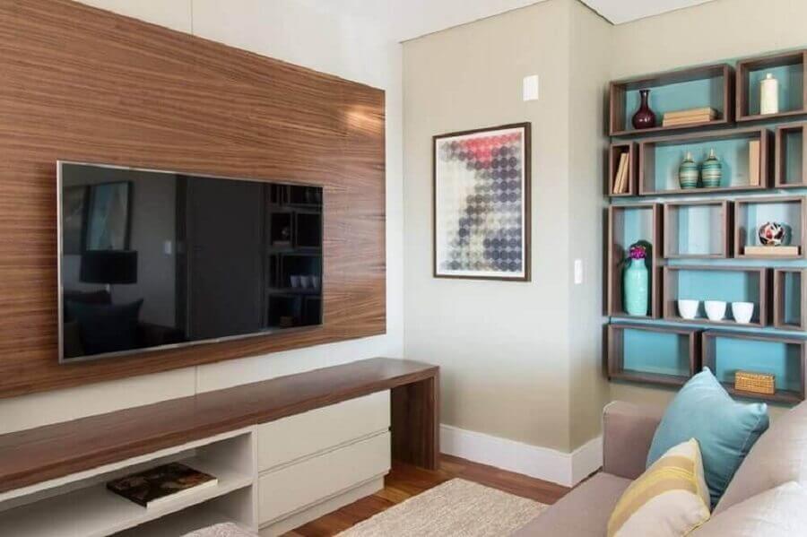 painel com rack para decoração de sala pequena Foto Marilia Veiga
