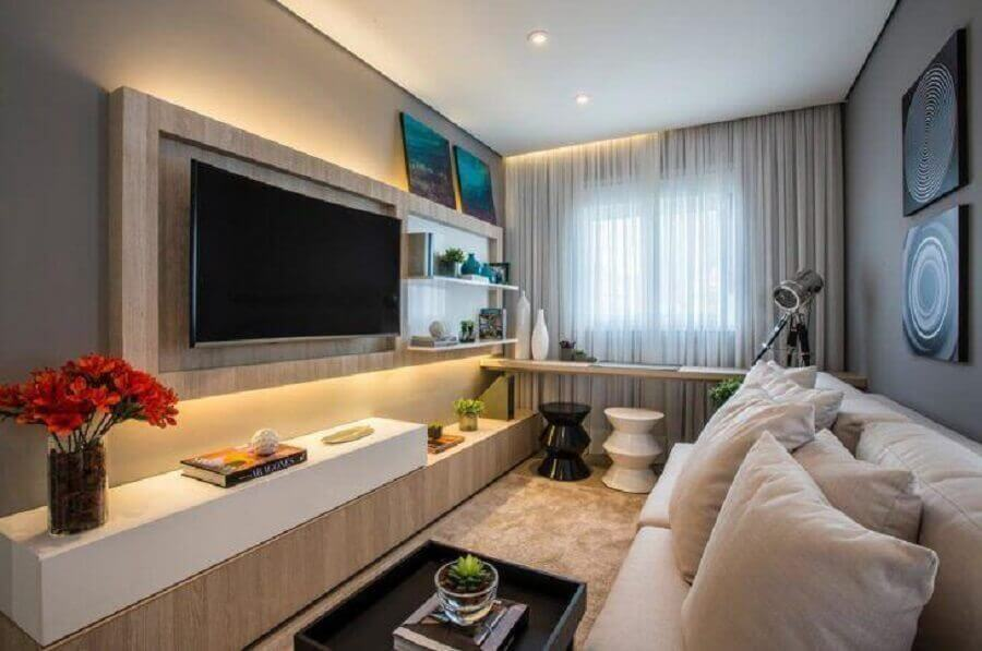 painel para tv com rack para sala pequena decorada em tons neutros Foto Claudia Albertini Arquitetos Associados