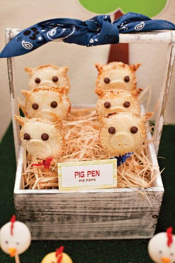 pastel em formato de porquinho para festa infantil fazendinha Foto Pinosy