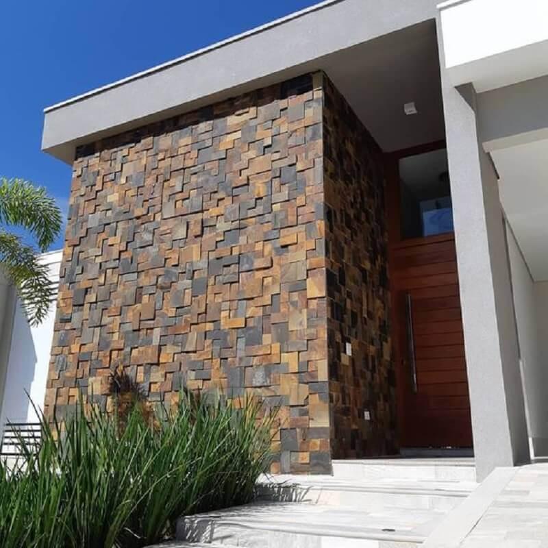 pedra ferro fachada com porta de madeira Foto Decor Salteado