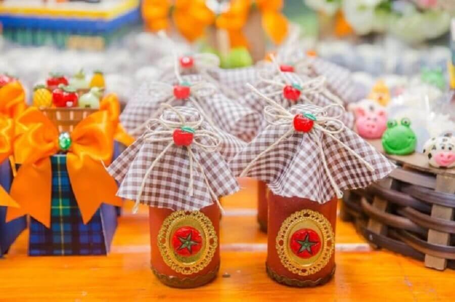 candy pots for souvenirs for fazendinha party Photo Doces Lembranças Boutique