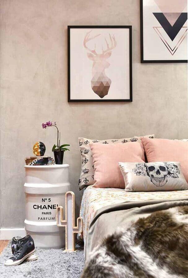 quadros para quarto tumblr decorado com parede de cimento queimado Foto Casa Perferies