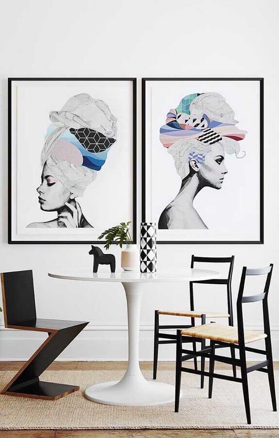 quadros tumblr para sala de jantar moderna decorada com mesa redonda e cadeiras diferentes Foto Pinterest