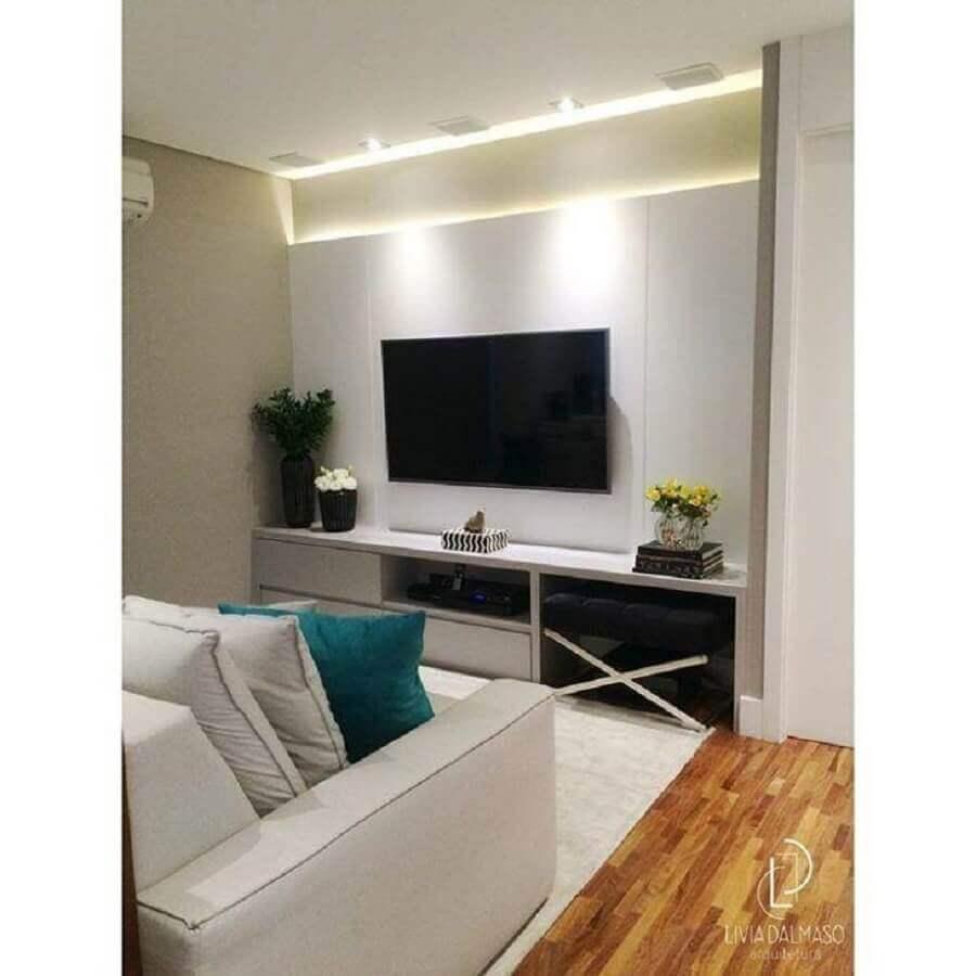 rack com painel branco para sala pequena e simples Foto Livia Dalmasso Arquitetura