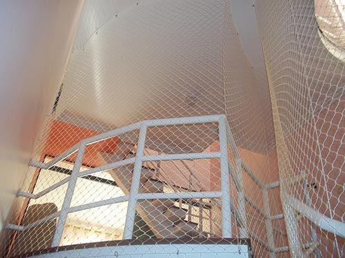 redes de proteção - escadaria com redes de proteção