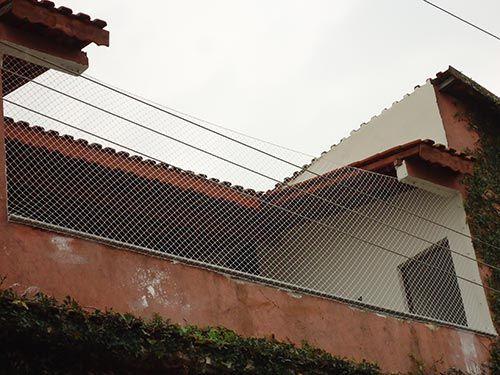redes de proteção - muro baixo com rede de proteção