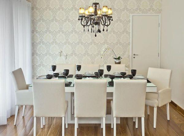 Sala de estar com cadeiras na cor off white