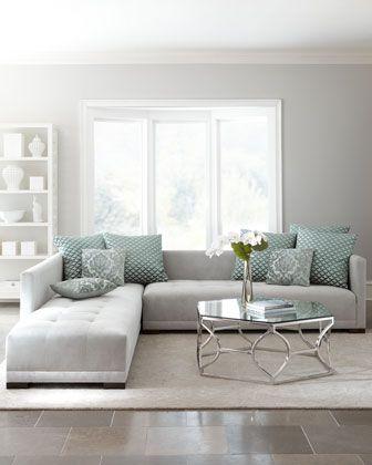 Sala de estar com os móveis na cor off white
