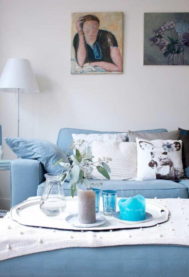 sofá azul claro para sala com abajur branco Foto Pinterest