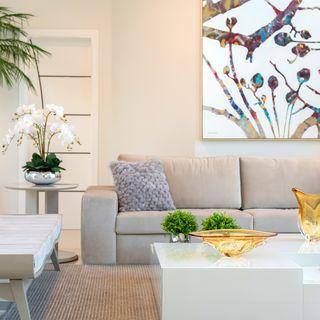 Sofá de cor off white