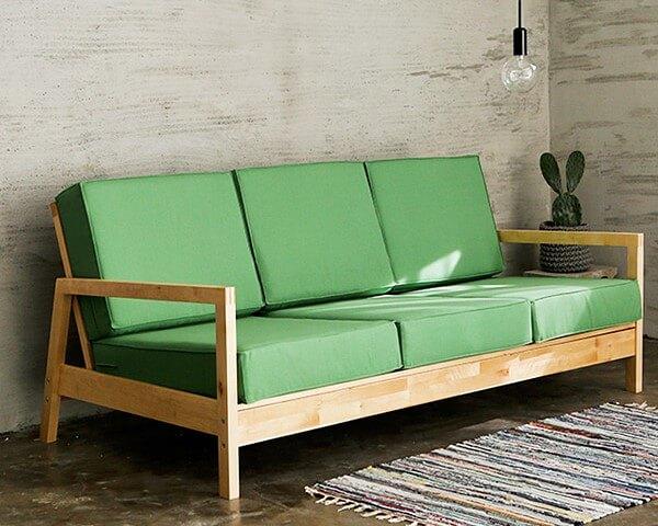 Sofá de madeira verde