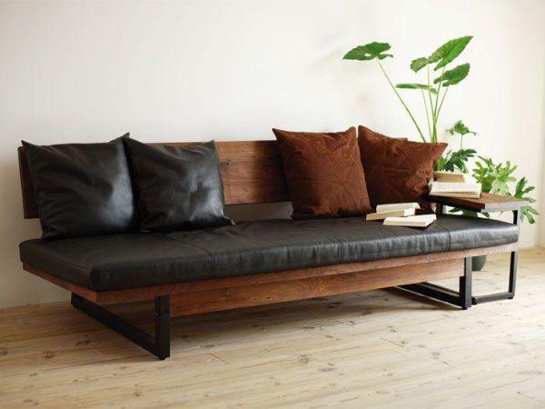 Sofá de madeira de couro