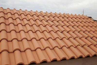 telha portuguesa - telhado grande de telha portuguesa