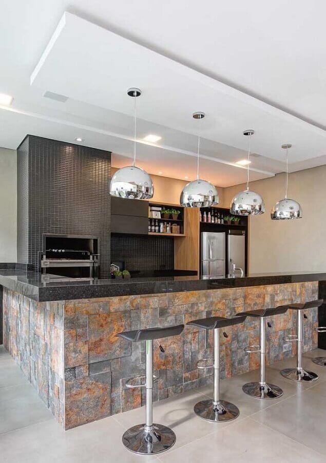 varanda gourmet com placas de pedra ferro Foto Pinterest