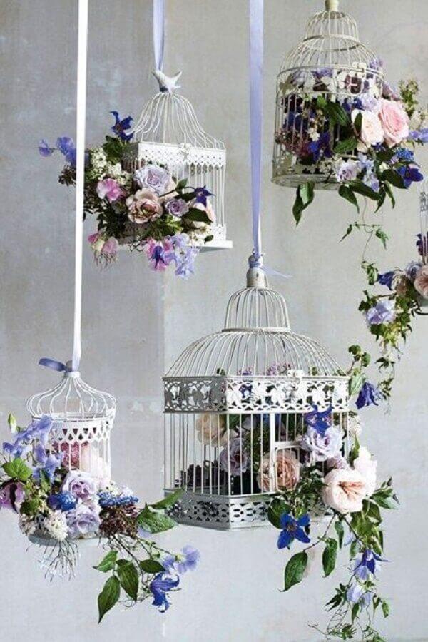 Gaiolas decorativas suspensas com flores