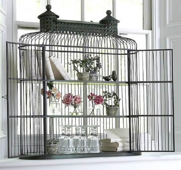 Utilize as gaiolas decorativas como prateleiras