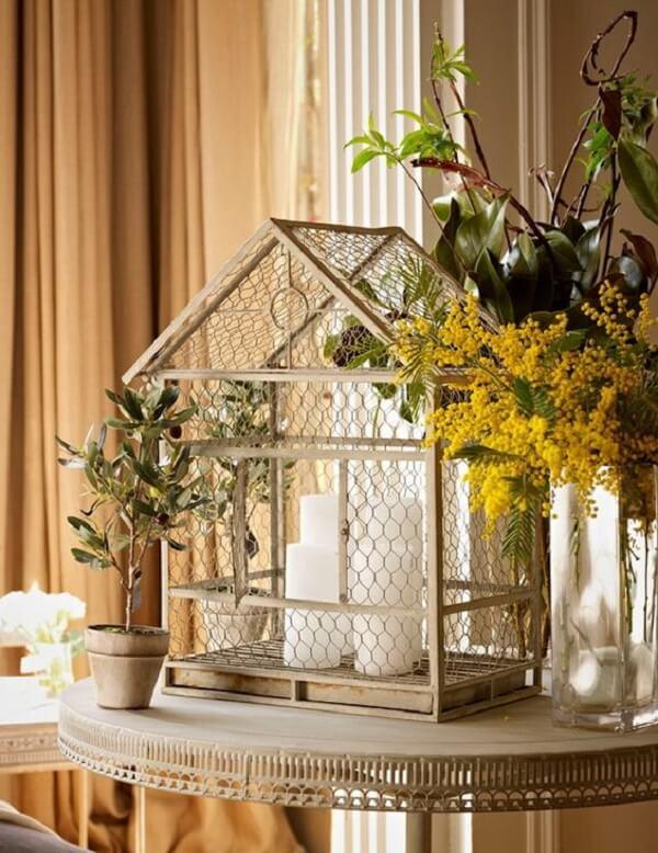Invista na decoração com gaiola de passarinho