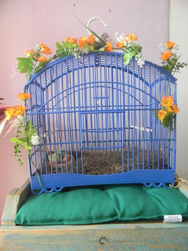 Gaiola de passarinho utilizada na decoração de ambiente