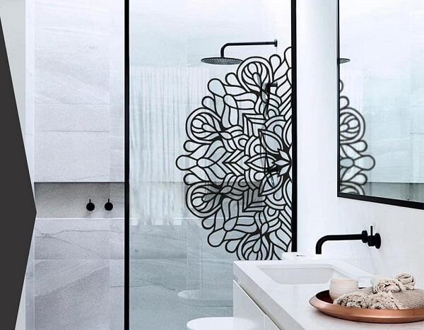 Adesivo para box de banheiro com metade de uma mandala