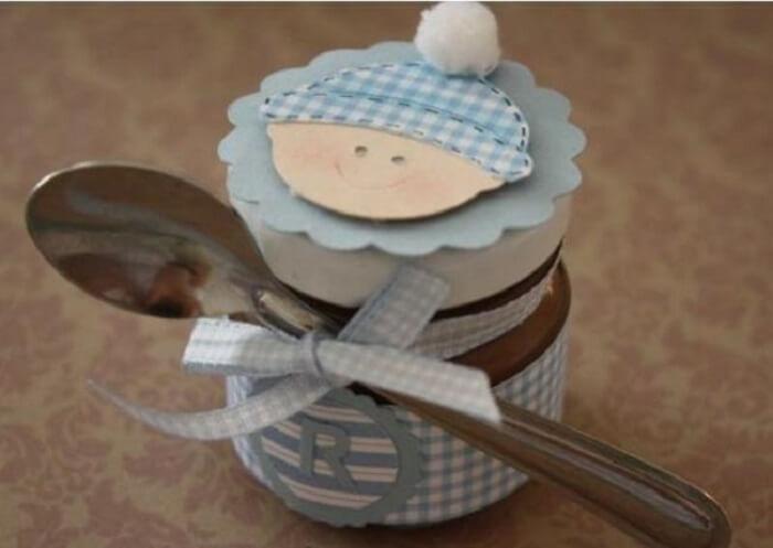 Brigadeiro de colher utilizado como lembrancinha de maternidade