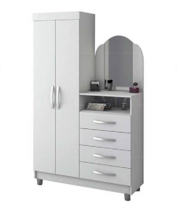 Cômoda com sapateira e espelho conta com duas portas e 4 gavetas