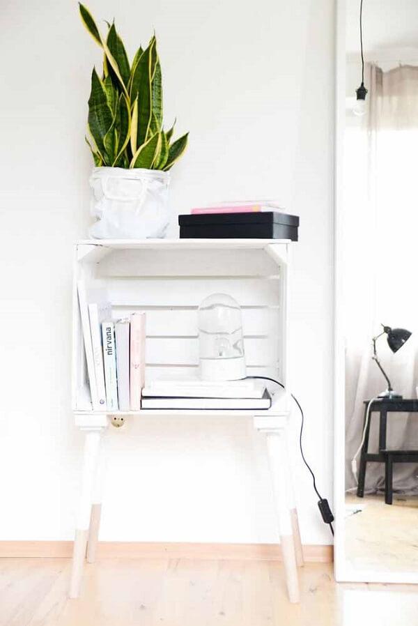 Caixote de feita totalmente clean complementa a decoração minimalista