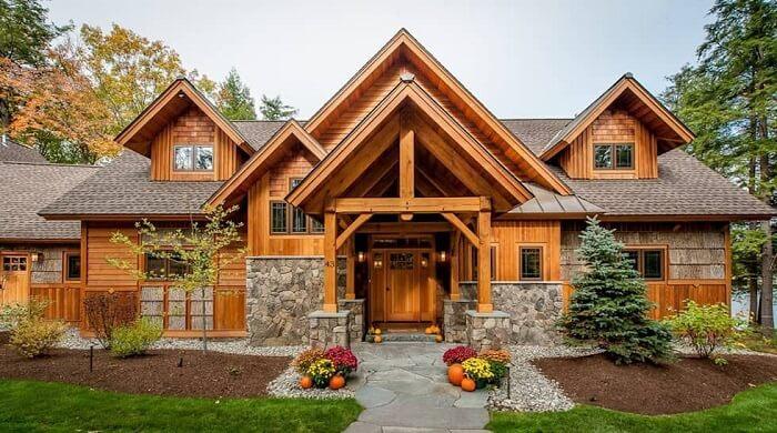 Casa de madeira com design encantador