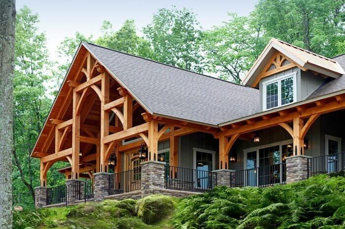 Casa de madeira com varanda espetacular