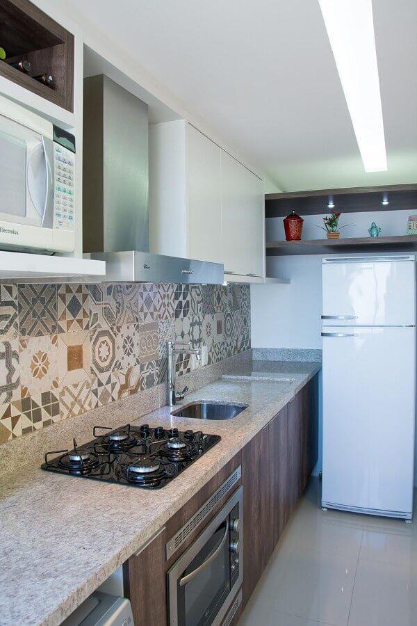 Decoração com azulejo hidráulico e forno elétrico embutir para cozinha Foto Pinterest