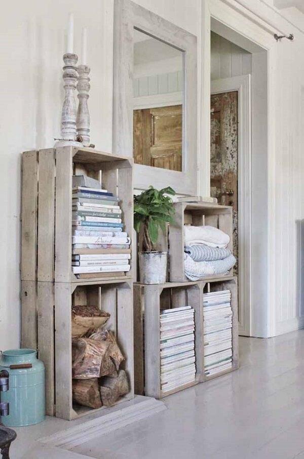 Empilhe os caixotes de feira no ambiente e organize objetos em sua estrutura