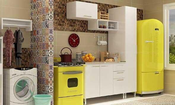 Geladeira retrô amarela com a mesma cor que o fogão