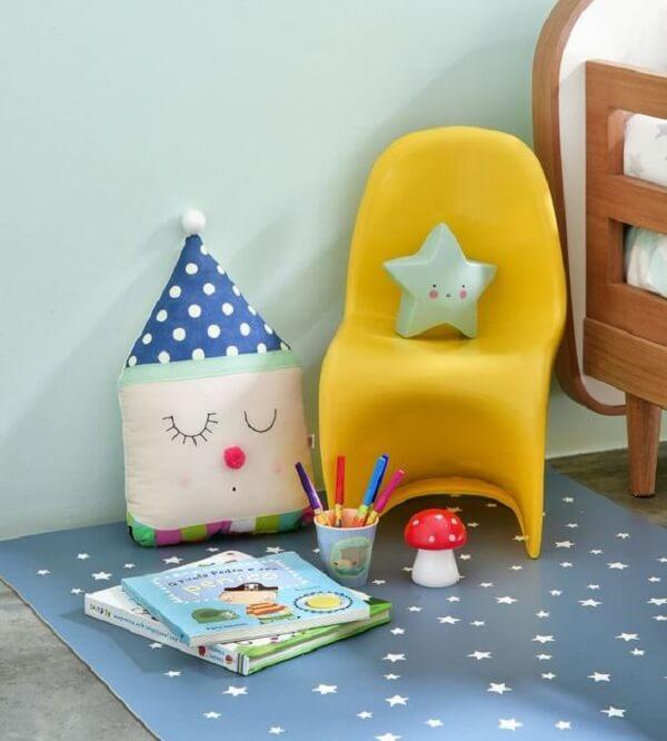Invista em um tapete emborrachado com desenho de estrelas