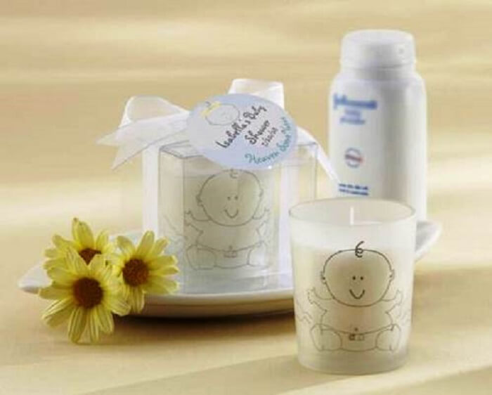 Lembrancinha de maternidade barata feita com vela