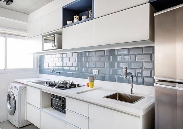 Modelo de balcão de cozinha feito em marcenaria branca