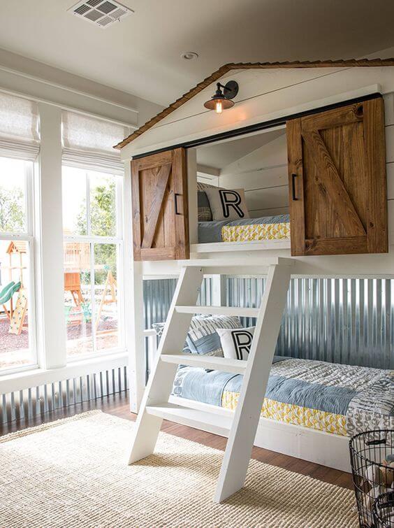 Modelo de cama casinha com toque rústico. Fonte: Pinterest