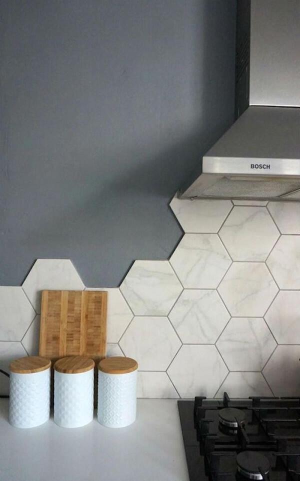 O azulejo para cozinha hexagonal é pura sofisticação