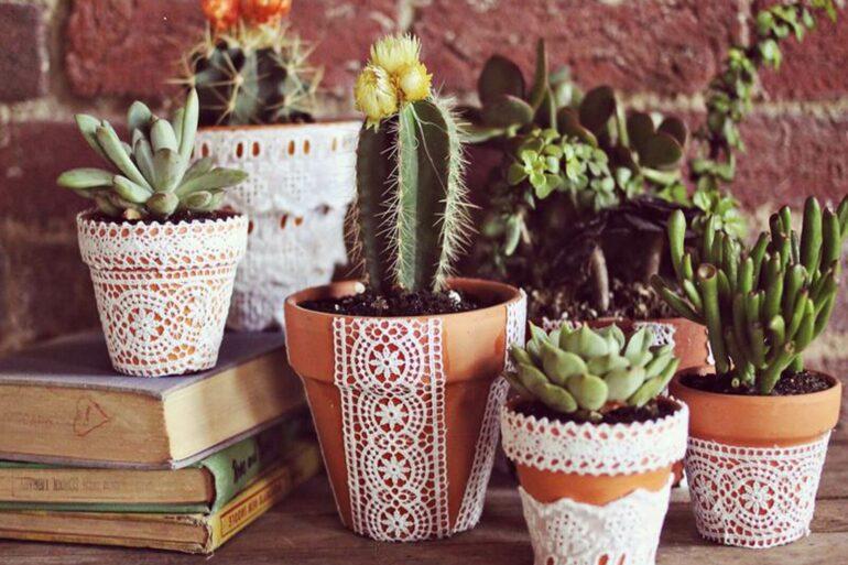 O vaso de barro é um os itens mais versáteis de ser incorporados ao design da casa. Fonte: Pinterest