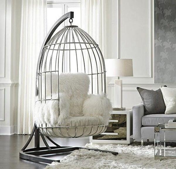 Poltrona para sala de estar em formato de gaiola
