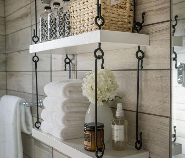 Prateleira para banheiro com estrutura criativa