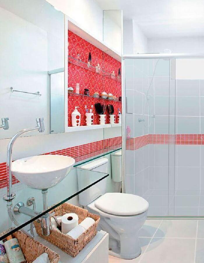 Prateleira para banheiro com vidro embutida na parede