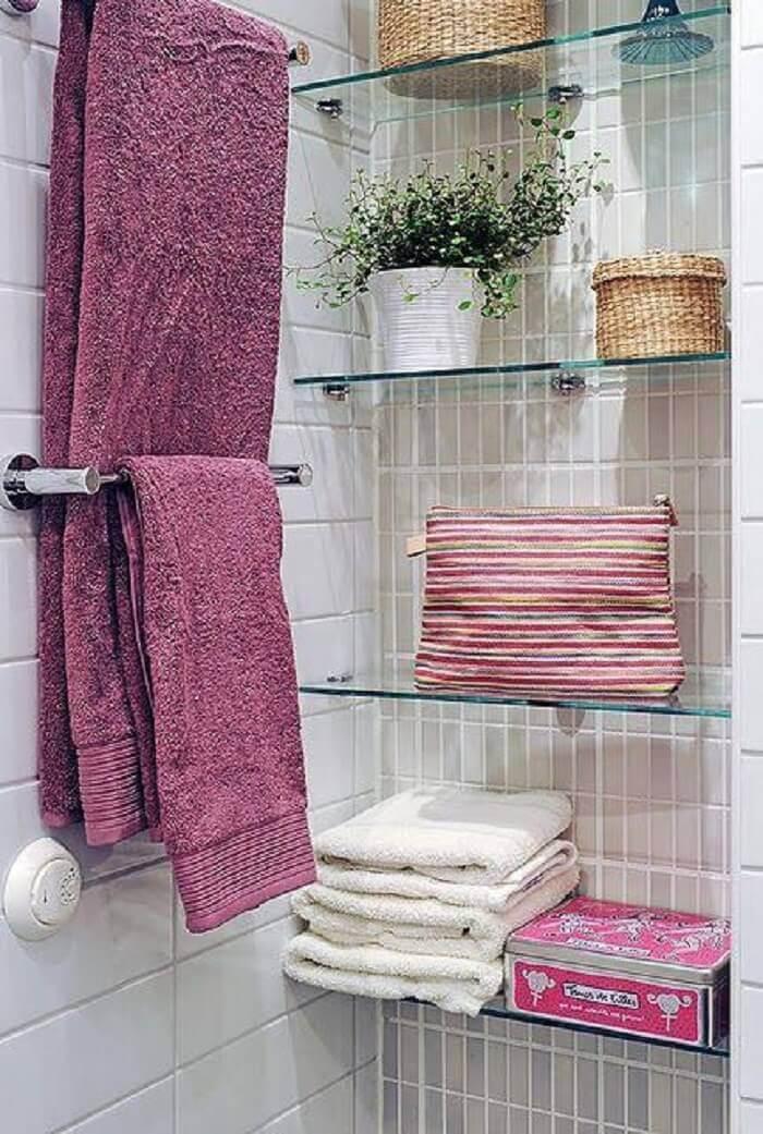 Prateleira para banheiro de vidro facilita a limpeza