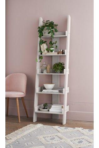Quarto rosa com estante escada branca