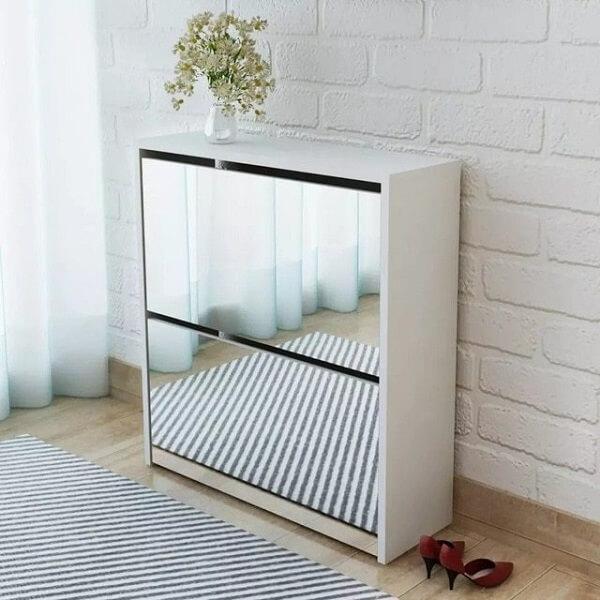 Sapateira com espelho pequena e elegante